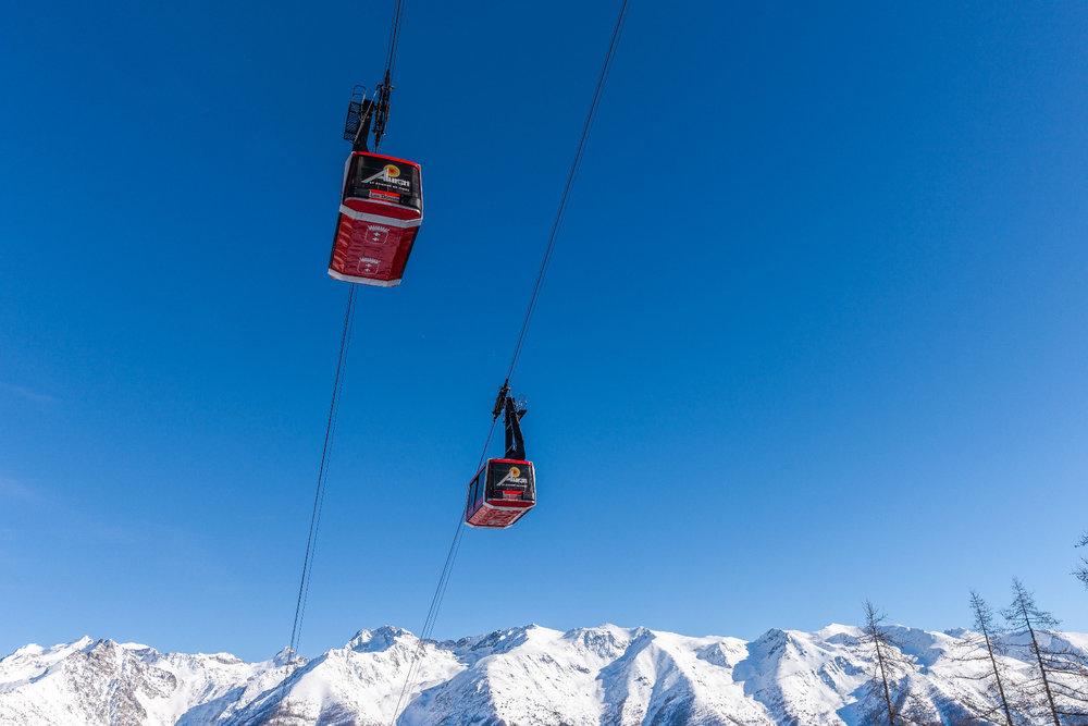 En route pour les pistes de ski d'Auron via le téléphérique Las Donnas - © R. PALOMBA / Stations du Mercantour
