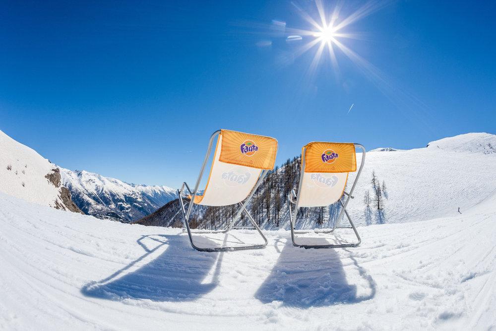 Une petite pause transat avant de rechausser les skis sur le domaine d'Auron - © R. PALOMBA / Stations du Mercantour