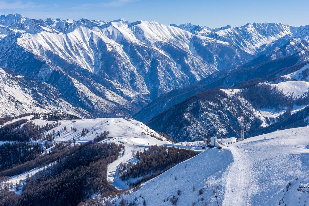 Vue sur le domaine skiable d'Auron depuis le sommet de Las Donnas - © R. PALOMBA / Stations du Mercantour