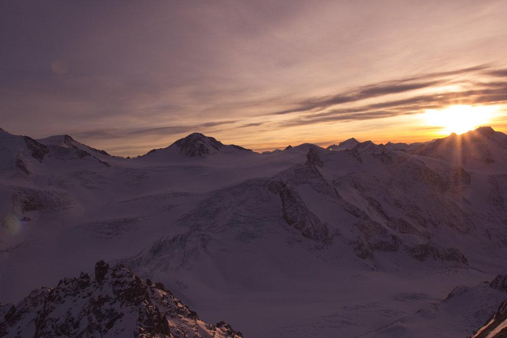 Posledný pohľad cez hory, než slnko zapadne - © Pitztaler Gletscherbahn