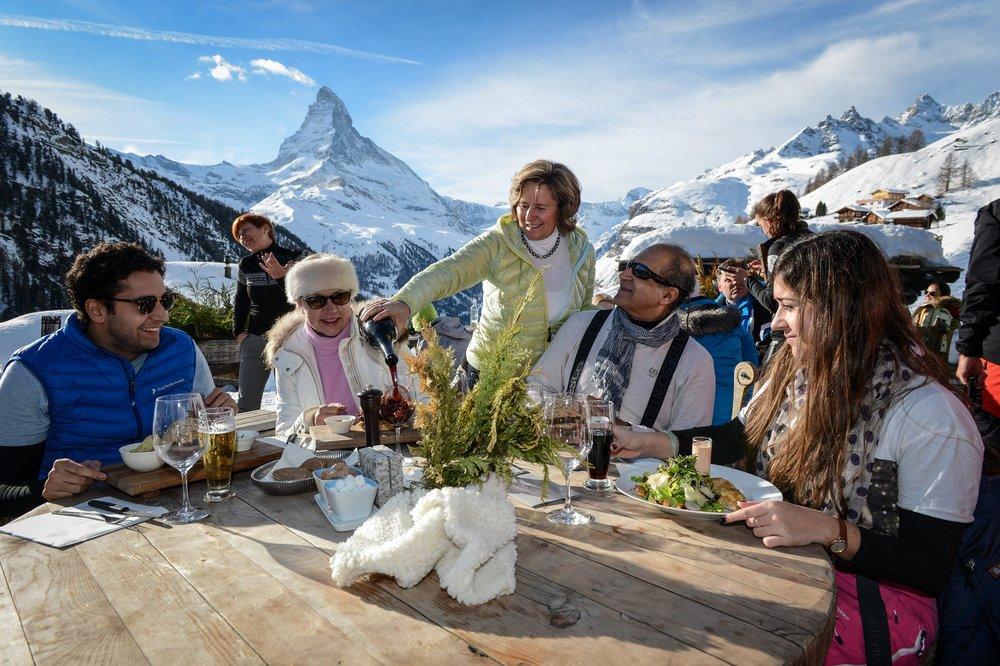 På terrassen til Chez Vrony har du fantastisk utsikt mot Matterhorn. - © Chez Vrony