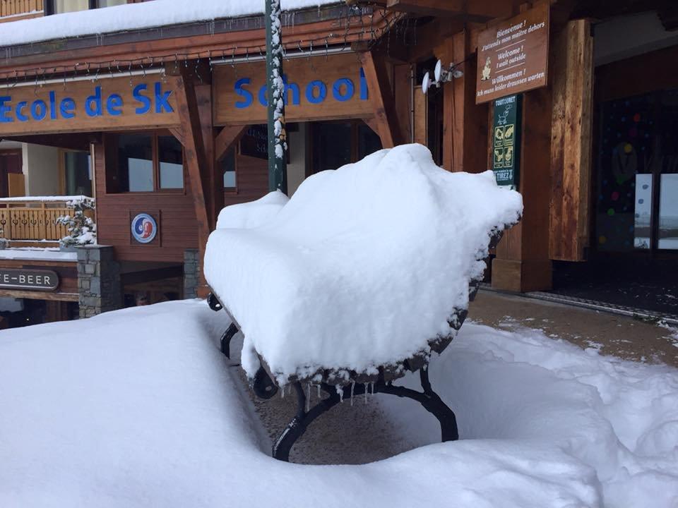 Il y a 48h, on se prélassait encore au soleil, aujourd'hui c'est la neige qui s'invite à Val Thorens... - © Val Thorens