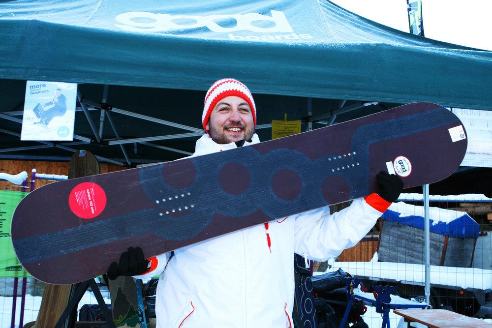 Quirin Zwerenz (GOODBOARDS): Das Vulcao ist ein All-Mountain Snowboard mit Basalt im Ober und Untergurt im Directional Shape. Das sorgt für einen weichen Flex und zugleich eine besonders hohe Torsionssteifigkeit. - © Stefan Drexl