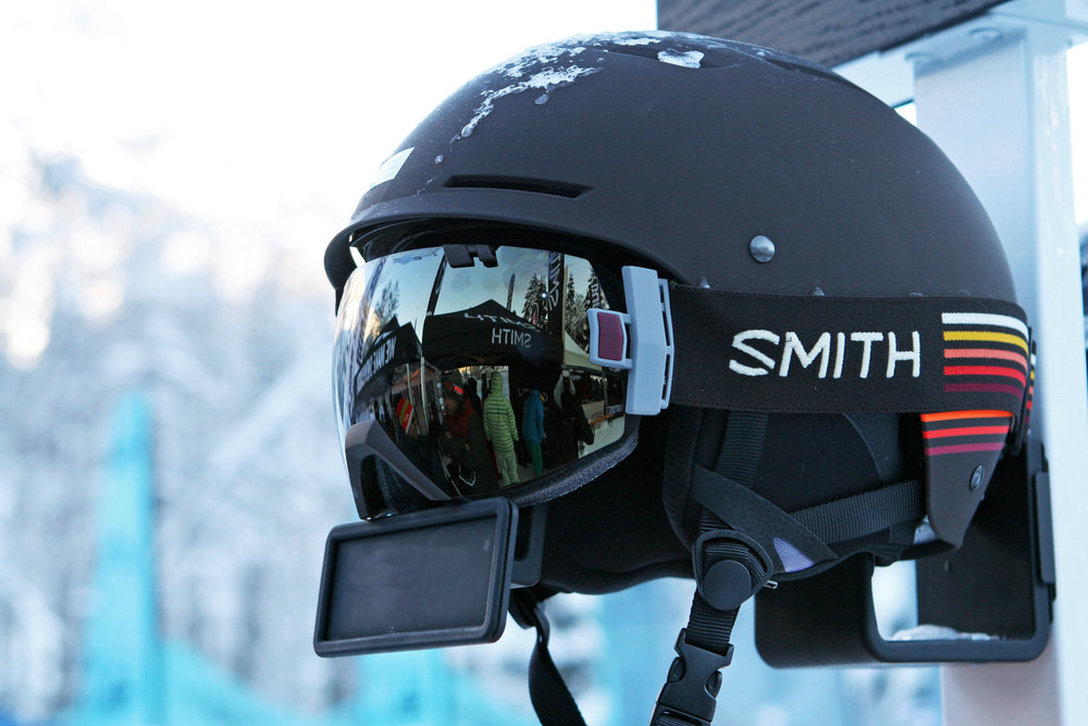Pivot Helm (SMITH): Dieser Multi-Impact Helm mit EPP-Schaum ist wesentlich haltbarer als Helme mit herkömmlichem EPS-Schaum. Erhältlich als Pivot (Herrenversion im Bild) und Point (Damenversion) - © Stefan Drexl