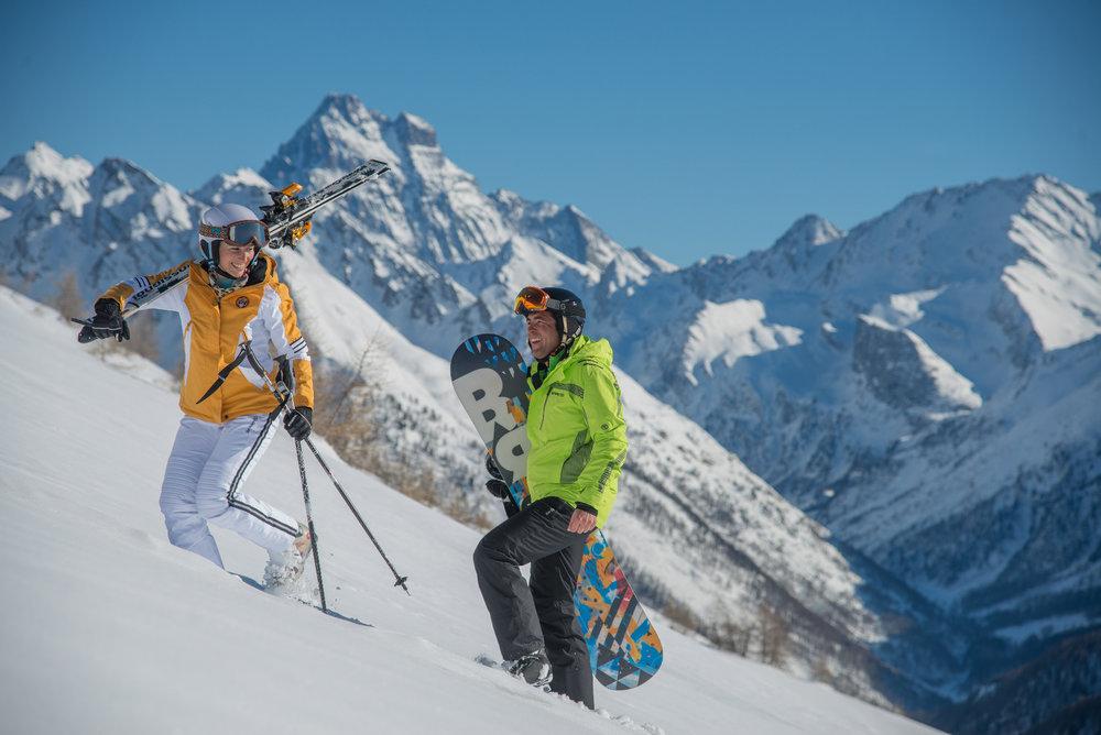 Belle journée de ski en perspective sur les pistes d'Abriès - © M. Molle / OT du Queyras
