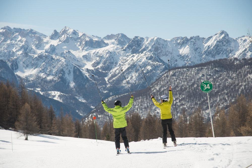 Conditions idéales (soleil et neige fraîche) sur les pistes de ski d'Arvieux - © M. Molle / OT du Queyras