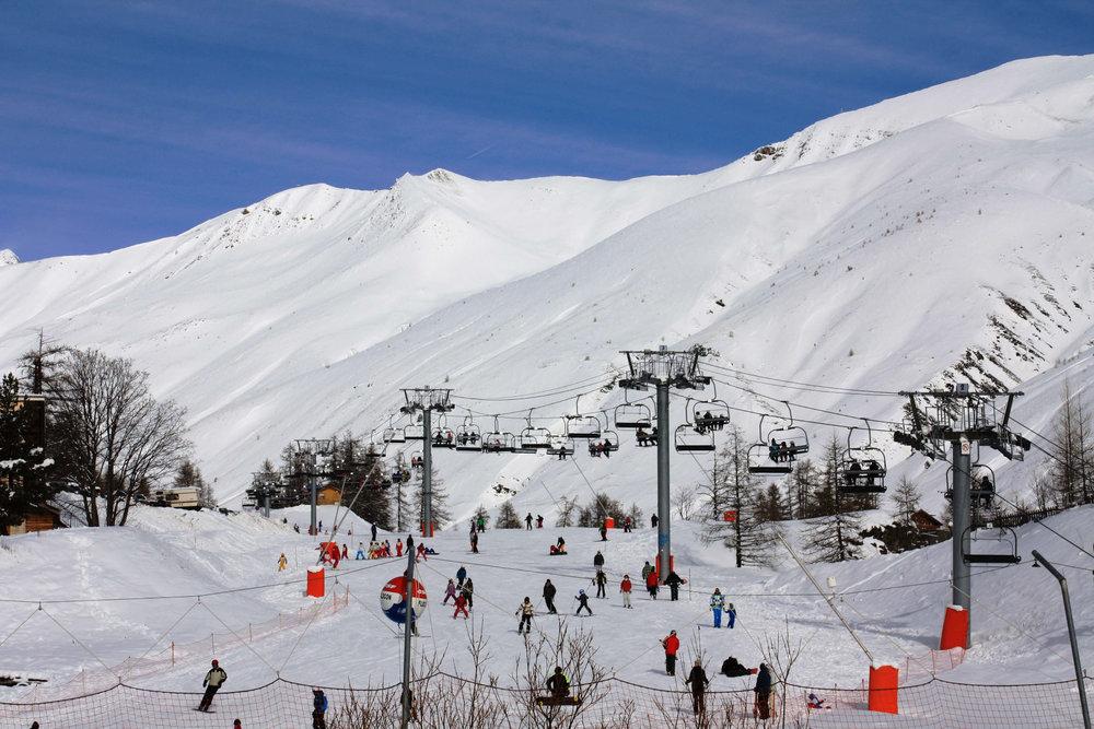 Soleil radieux et( neige fraîche sur le domaine skiable de Val d'Allos