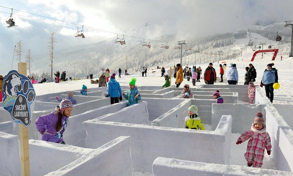 Obrovské snehové bludisko v Tatranskej Lomnici vyrástlop popri podujatí Snežné psy 2016