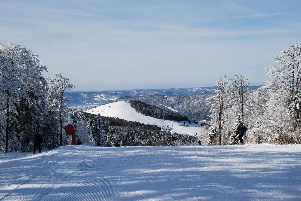 Ski sur les pistes de Ventron - © Station de Ventron / Ermitage Resort