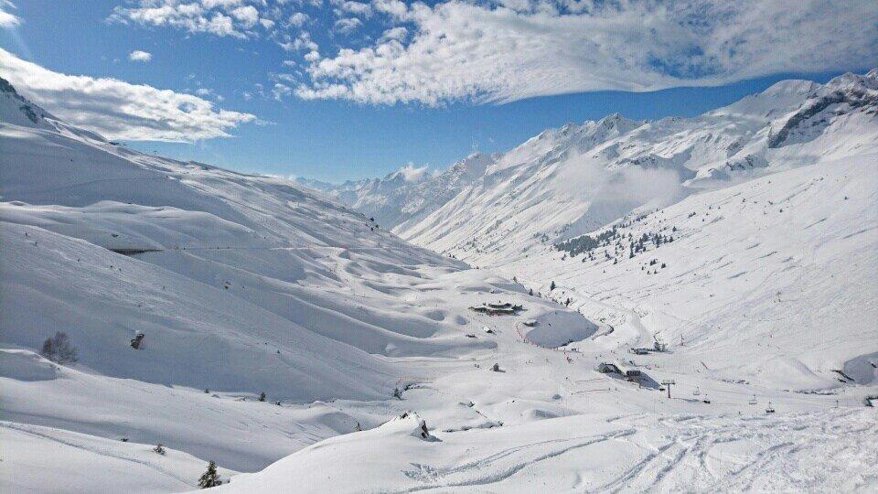Neige et fraîche et soleil sur le domaine skiable du Grand Tourmalet - © Office de tourisme Grand Tourmalet Pic du Midi