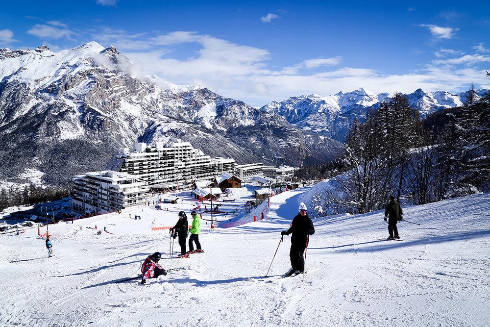 Puy Saint Vincent et son front de neige - © Jan Novak / Destination Ecrins