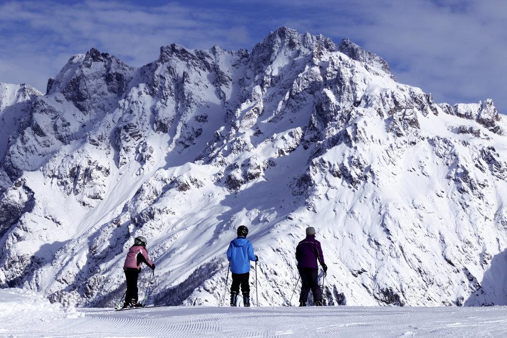 Ambiance haute montagne sur les pistes de ski de Pelvoux à proximité de la Barre des Ecrins - © Jan Novak