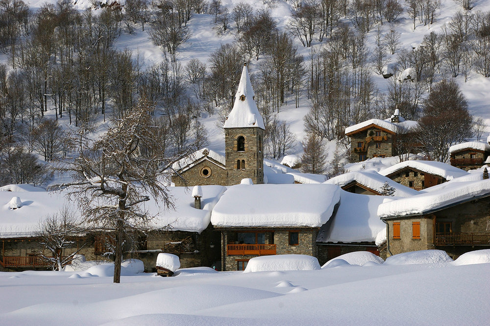 In Bonneval sur Arc (FRA) liegt aktuell noch richtig viel Schnee - © OT Haute Maurienne Vanoise / PC