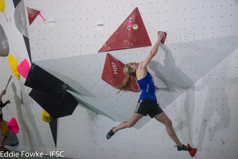 Shauna Coxsey gewann auch den zweiten Weltcup der Saison im japanischen Kazo - ©IFSC / Eddie Fowke