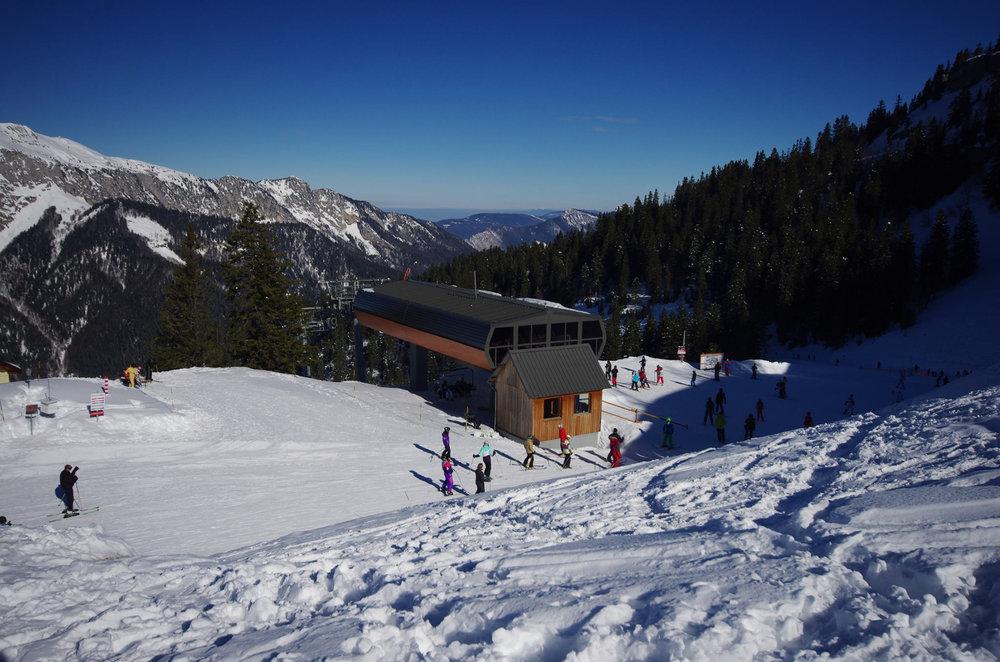 Belles conditions de ski (neige fraîche et soleil généreux) sur les pistes de Saint Pierre de Chartreuse - © SIVU SPC/P