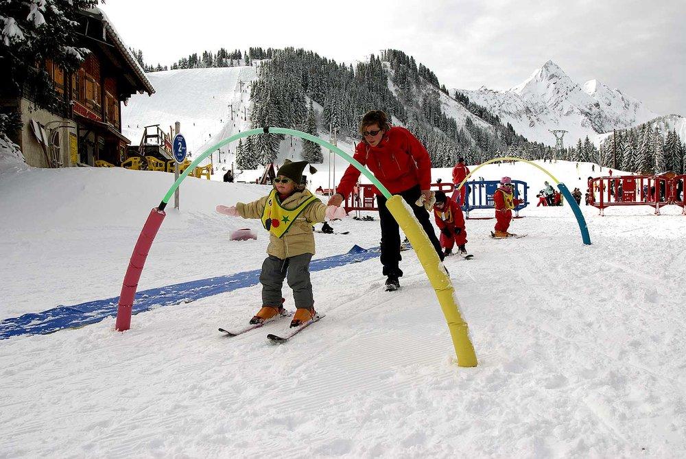 Premières glissades en ski au jardin des neige de St Jean d'Aulps - © Office de Tourisme de St Jean d'Aulps