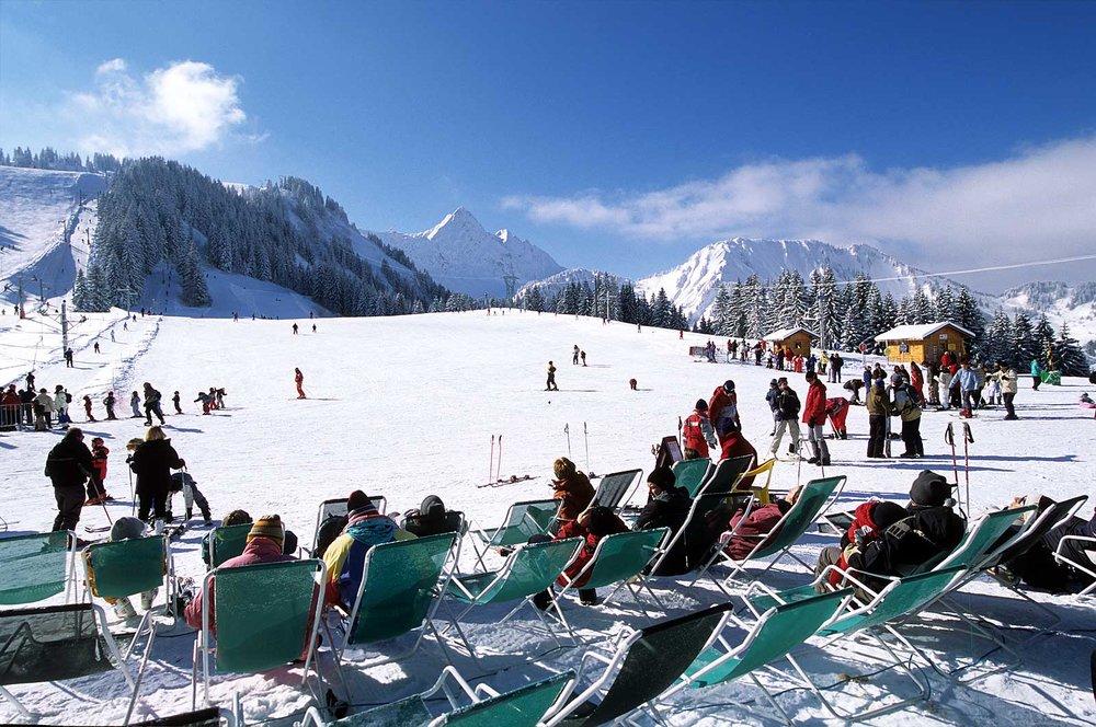 Pause en terrasse sur les pistes de ski de la Grande Terche (St Jean d'Aulps) - © Office de Tourisme de St Jean d'Aulps