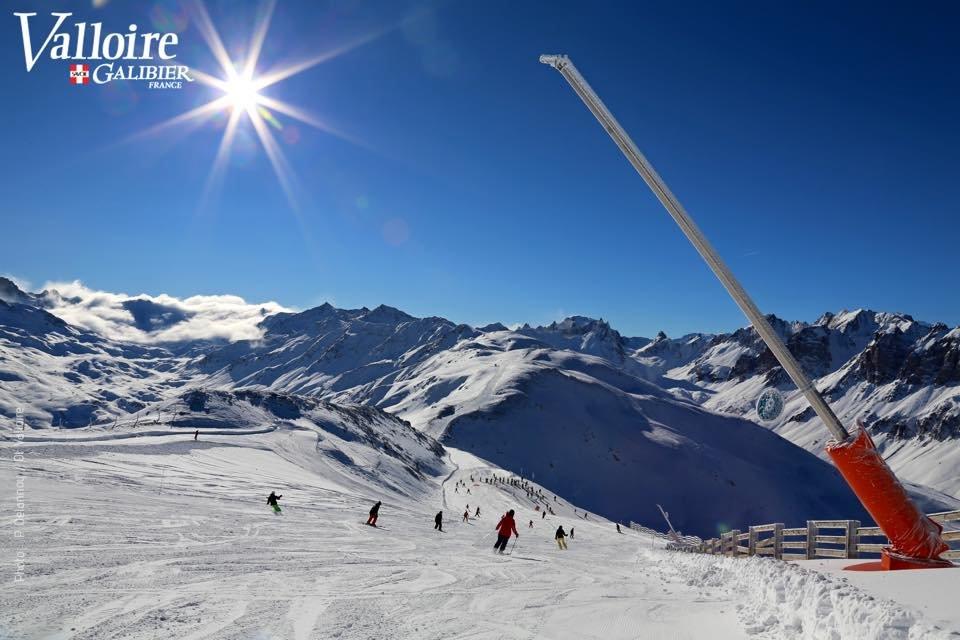 Conditions de ski idéales (neige fraiche et soleil généreux) sur les pistes de Valloire - © Office de Tourisme de Valloire