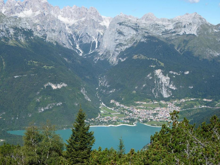 Lago di Molveno auf der  Ostseite der Brenta nördlich  des Gardasees  - ©Armin Herb