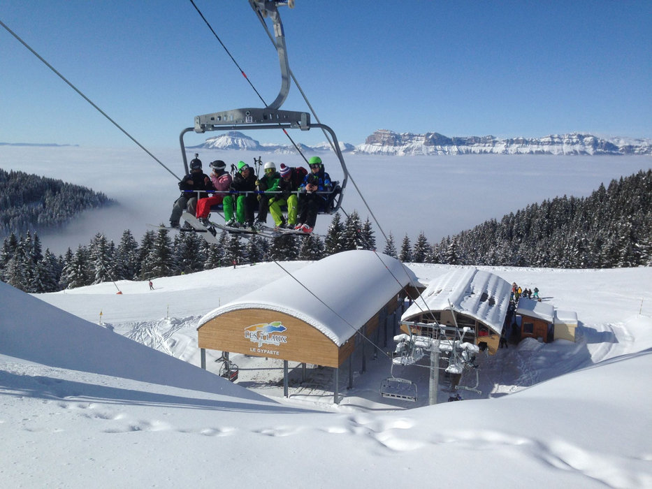 En route pour les pistes de pistes de ski des 7 Laux - © Office de Tourisme des 7 Laux
