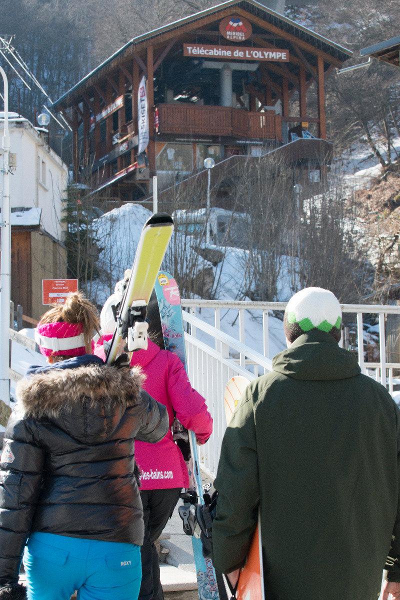 Accès direct aux pistes de ski des 3 Vallées via la télécabine de l'Olympe au départ de Brides les Bains - © Pascal Lebeau