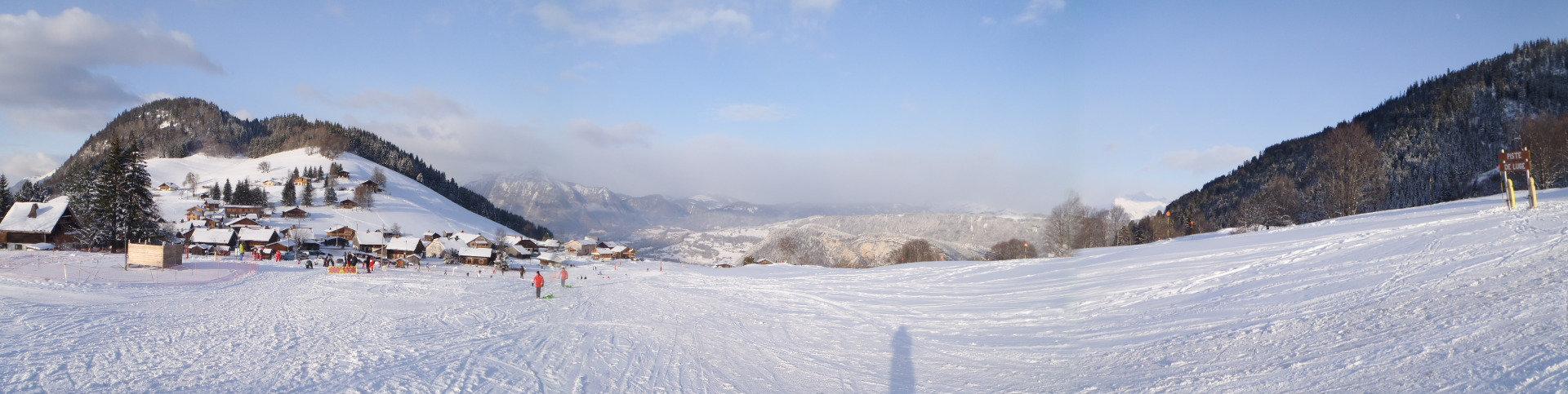 Conditions de ski idéales (neige fraiche et soleil généreux) sur les pistes de Romme - © Office de Tourisme Intercommunal Communauté de communes Cluses Arve & montagnes