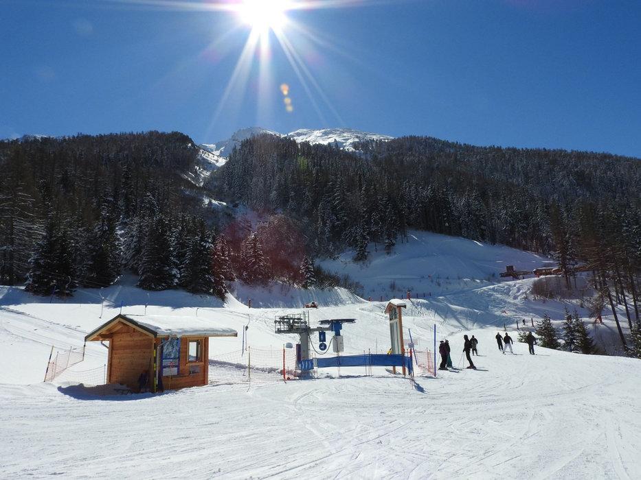 Apprentissage du ski sur l'espace débutants de la Norma - © OT de la Norma