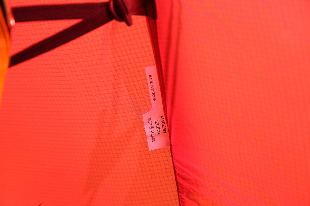 Im Zelt von Hilleberg findet man einen Hinweis auf den oder in diesem Fall die Herstellerin - © Bergleben.de