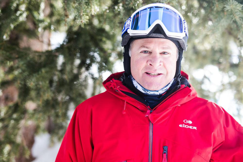 Kevin Jakob (49) er skiinstruktør og var treneren for den amerikanske alpinisten Ted Ligety som har fem VM- og to OL-gull. - © Liam Doran