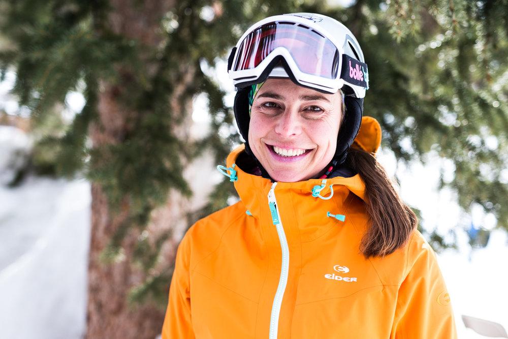 Krista Crabtree (43) er ansvarlig for organisering og gjennomføring av skitestene til OnTheSnow. Hun har vært aktiv skikjører og skiinstruktør. - © Liam Doran