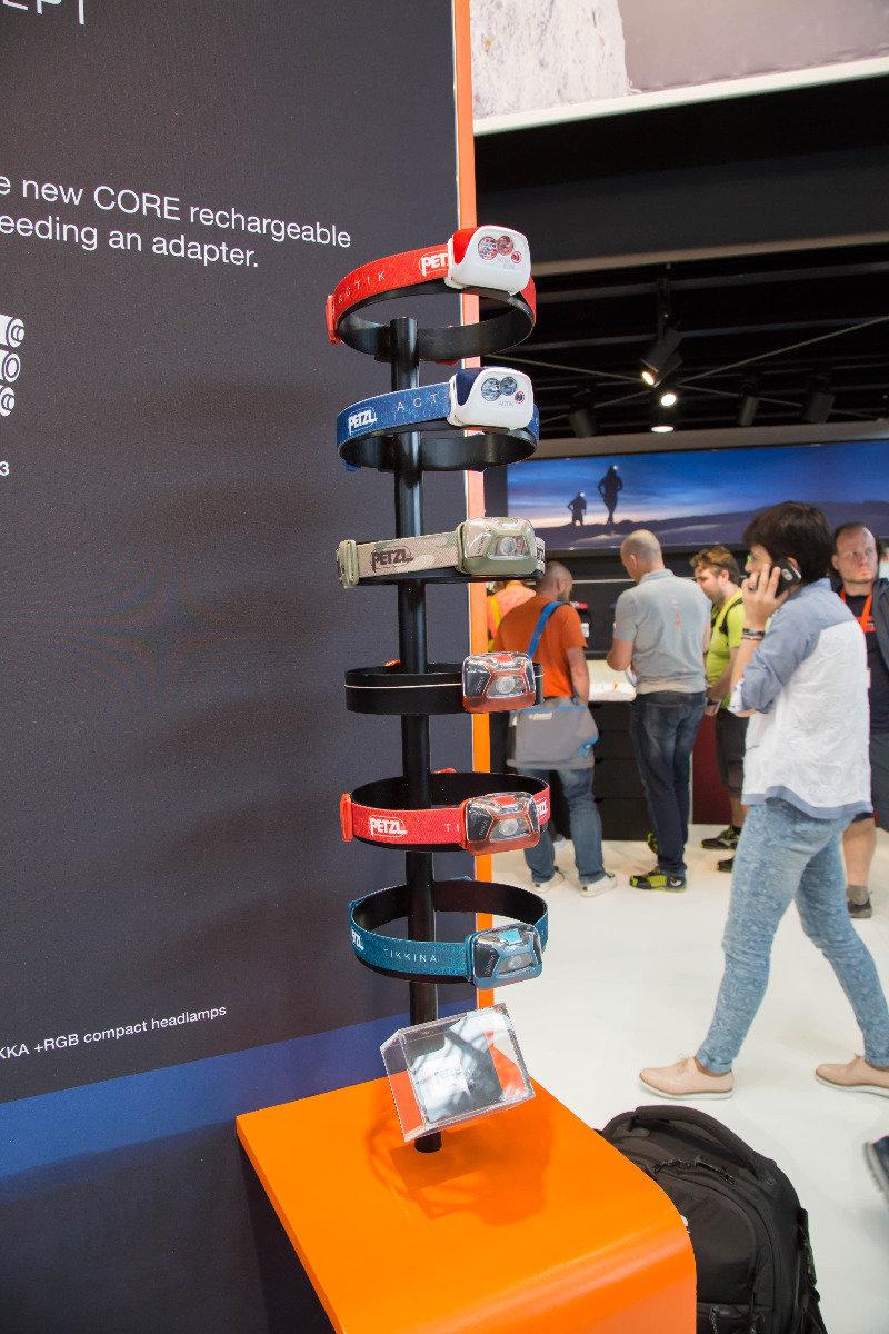 Petzl bringt einen Akku auf den Markt, der mit zahlreichen der günstigen Stirnlampenmodelle kompatibel ist - © Bergleben.de