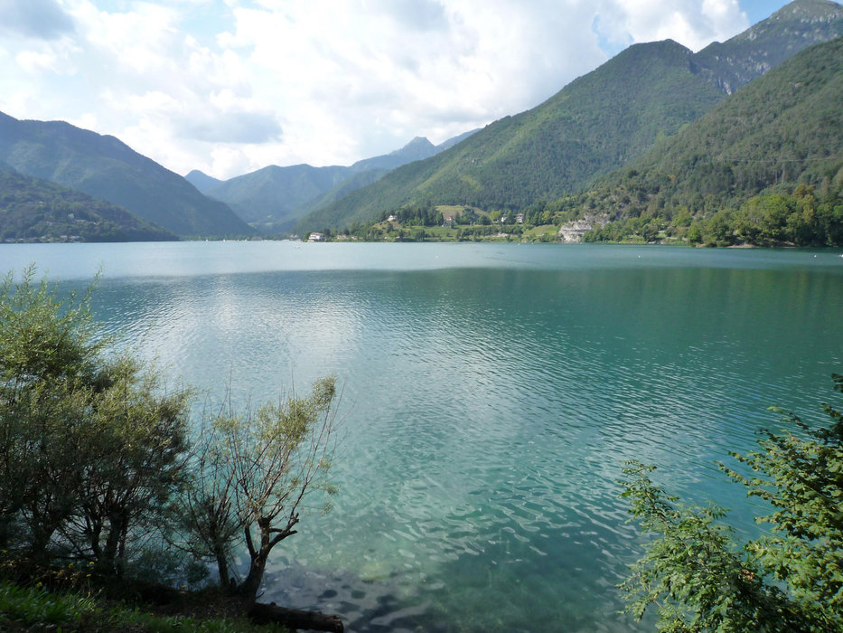 Lago di Ledro oberhalb des Gardasees, ein wunderbarer Ausblick - © Armin Herb