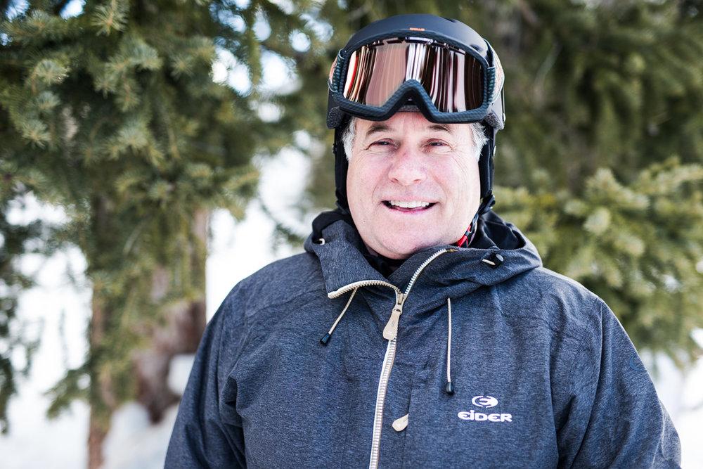 Steve Bills (60) er tidligere aktiv alpinist og har fått testet mange ski opp gjennom årene. Han var tidligere sjef for skiinstruktør-utdanningen til Snowbird. - © Liam Doran