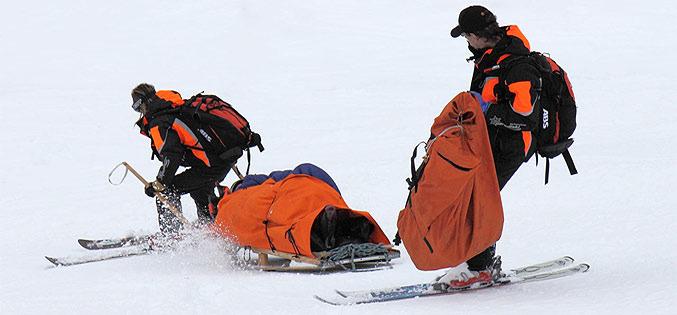 Les secours sur les pistes de ski (et en hors-piste) sont payants... Skiez tranquille en étant bien assurés !Pisteurs secouristes 2