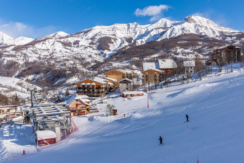 Les résidences au pied des pistes de ski de Val d'Allos le Seignus - © Office de tourisme du Val d'Allos / R. Palomba
