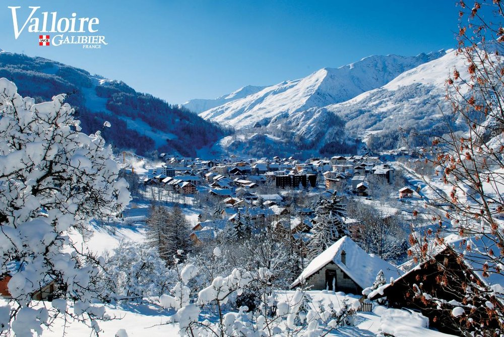 Vue en surplomb sur la station de ski de Valloire - © Office de Tourisme de Valloire
