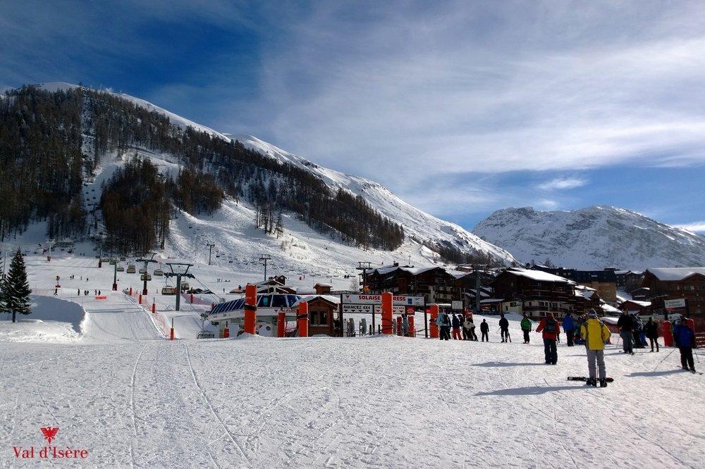 Sur le front de neige de Val d'Isère, au départ des remontées mécaniques - © Office de tourisme de Val d'Isère
