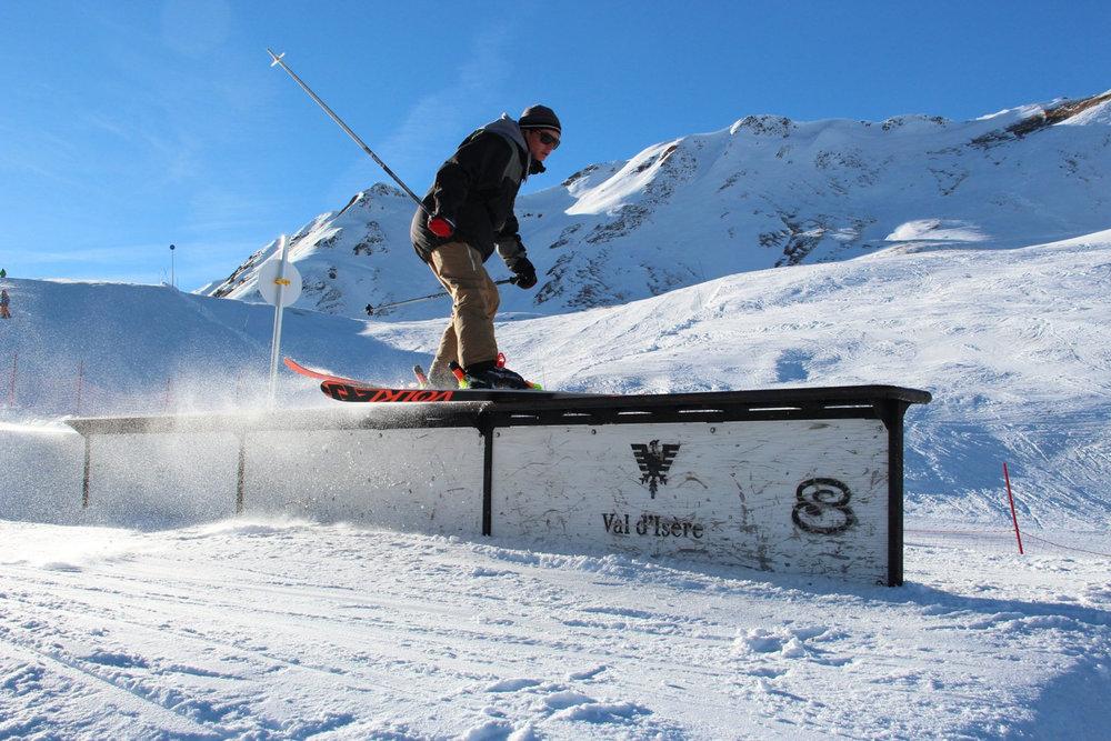 Session freestyle sur les modules du snowpark de Val d'Isère - © Office de tourisme de Val d'Isère