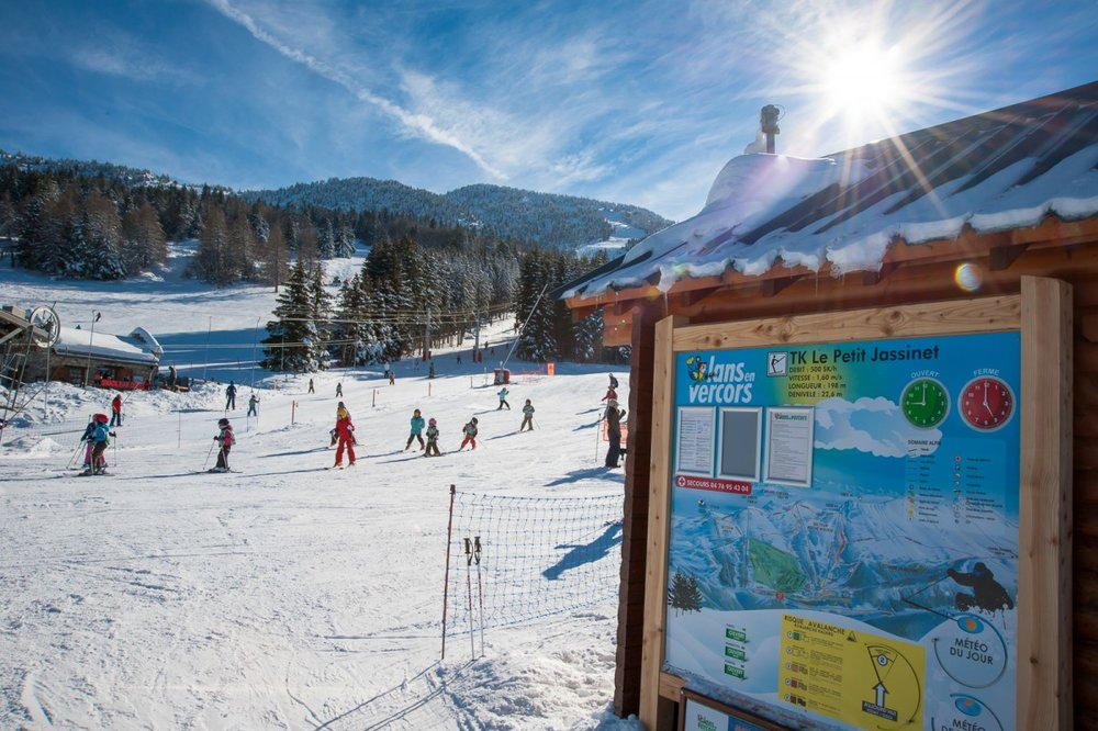 Sur le front de neige de Lans en Vercors (Domaine alpin des Montagnes de Lans) - © Office de Tourisme de Lans en Vercors