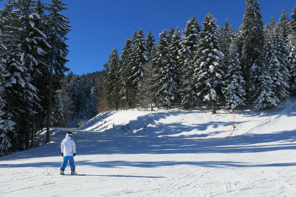 Session snowboard sur les pistes du domaine de Méaudre - © Office de Tourisme de Méaudre / Marion Cottaz