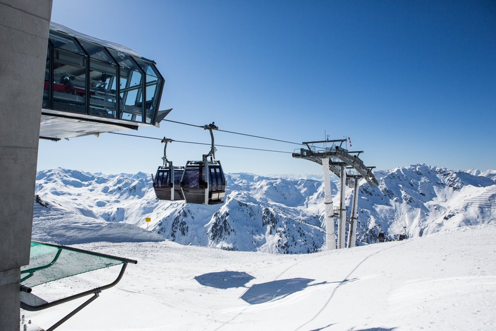 Mit der Gondelbahn gehts schnell hinauf auf den Berg - © Daniel Zangerl