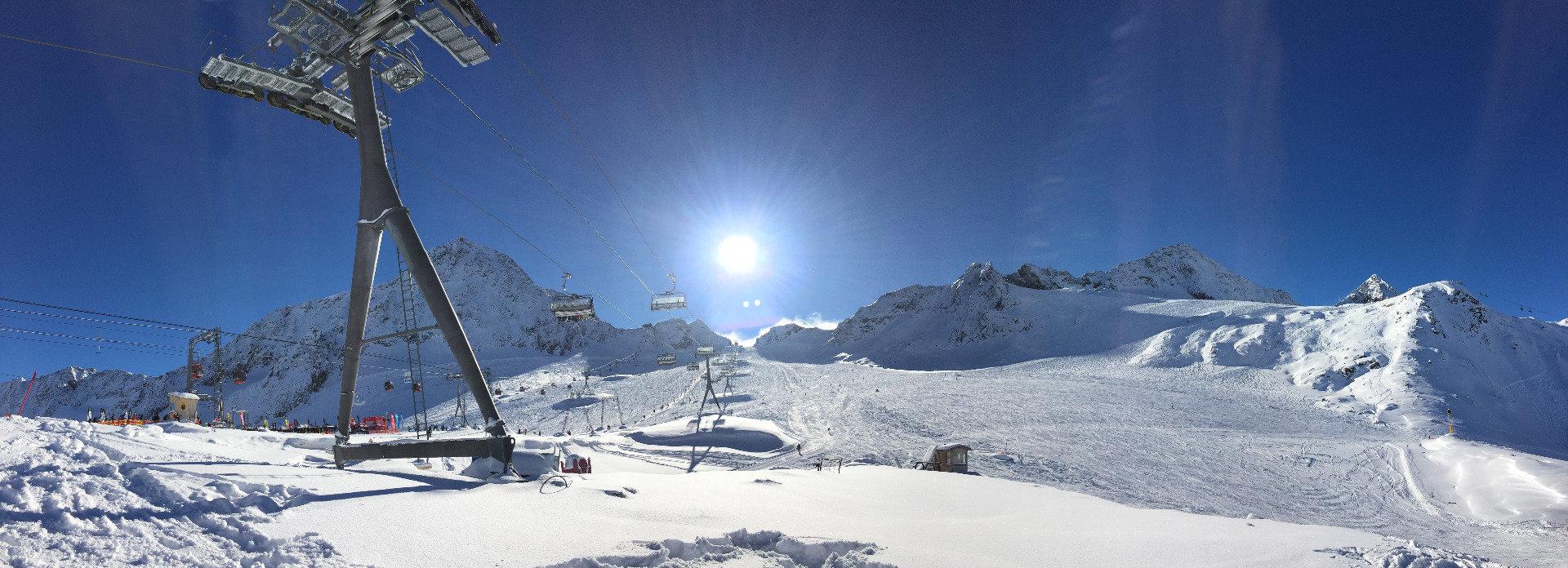 Pohled z Eisgratu na svahy ledovce Stubai - © Skiinfo