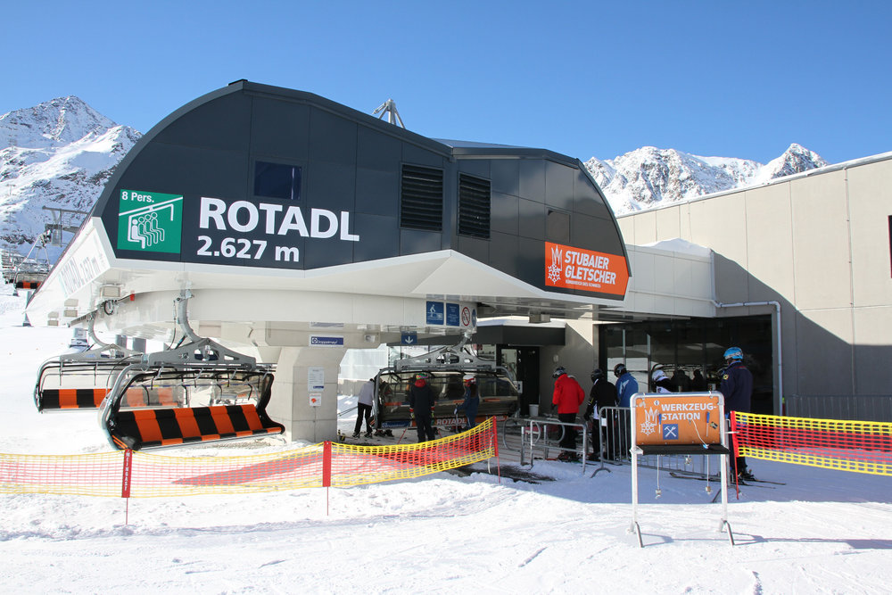8-sedačka Rotadl dopravuje lyžaře pohodlně až do nadmořské výšky 3015 m - © Skiinfo