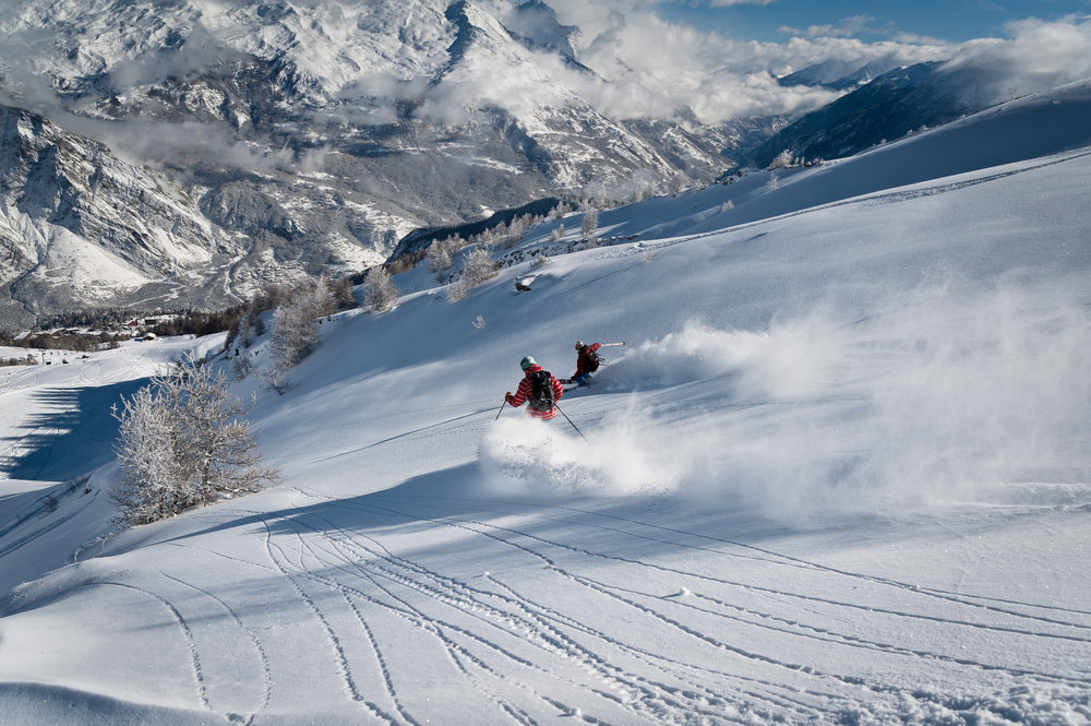 Session ski backcountry dans la poudreuse des Karellis - © Alban Pernet / OT les Karellis