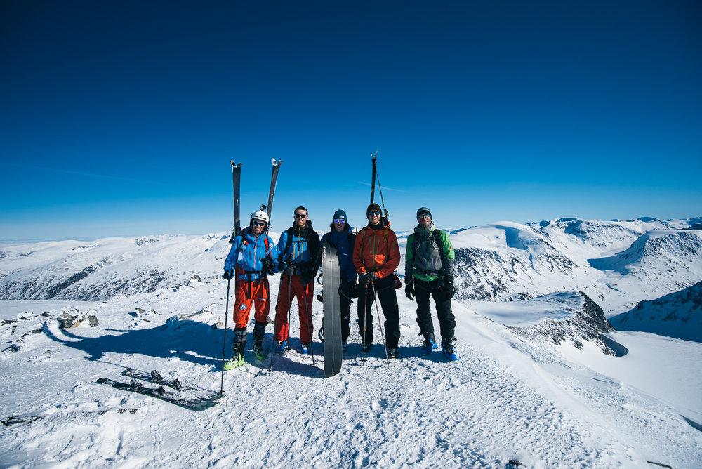En god blanding av oss nordmenn, en fransk og en engelsk toppturist. God stemning, og vi fikk oss en lang prat med likesinnede!  - © Tor Berge - Norexplore