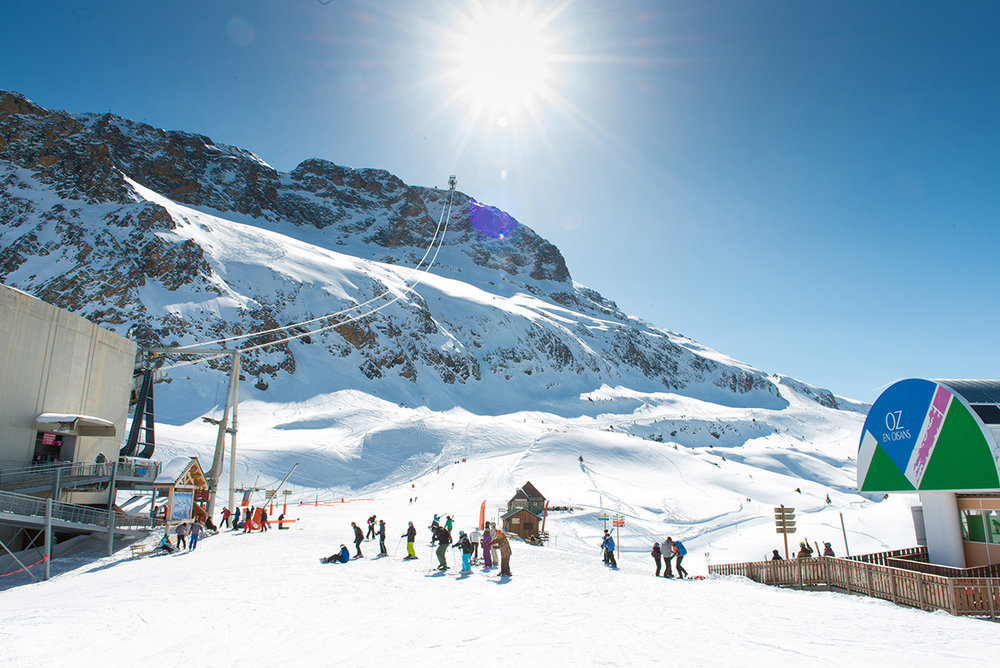 A vous les cimes et le grand ski... Oz en Oisans associe les avantages d'une station familiale à ceux d'une station grand ski pour des vacances inédites ! - © Office de Tourisme d'Oz en Oisans