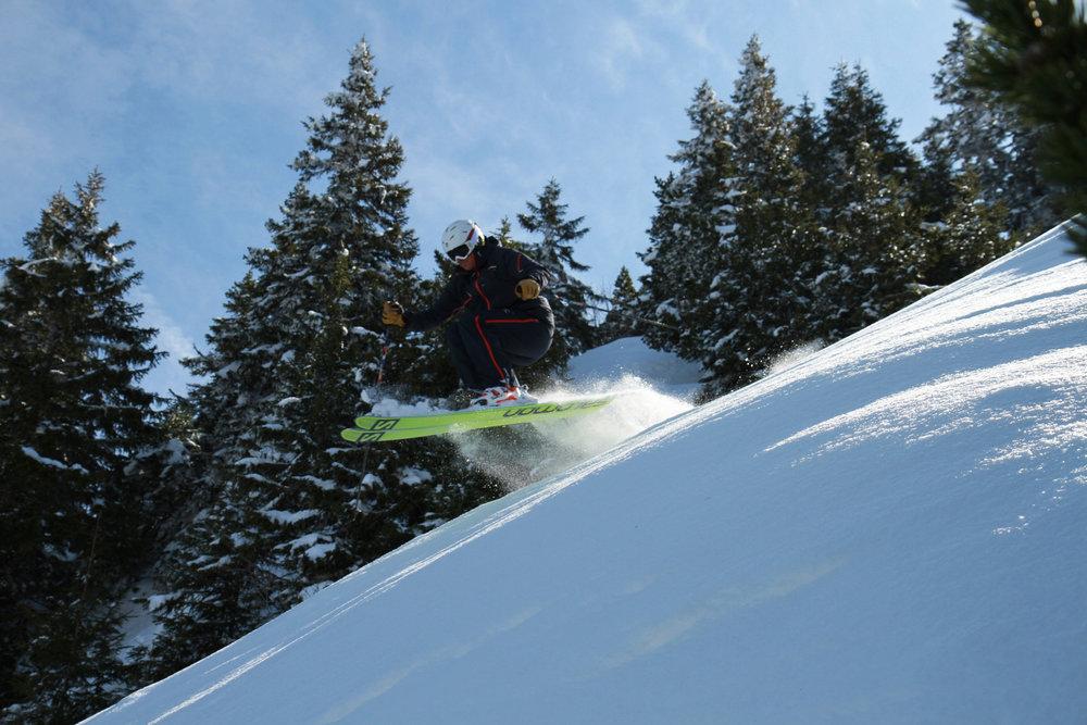 Ski alpin sur le versant Lélex de la station Monts Jura dans les Montagnes du Jura - © CRT FRANCHE-COMTE