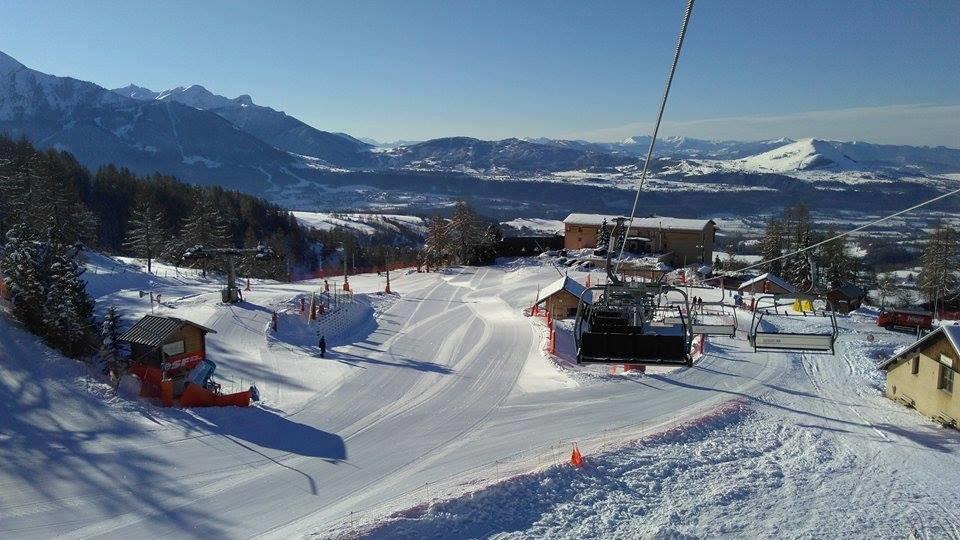 Une belle journée de ski en perspective sur le domaine de Chaillol... - © OT St Michel de Chaillol