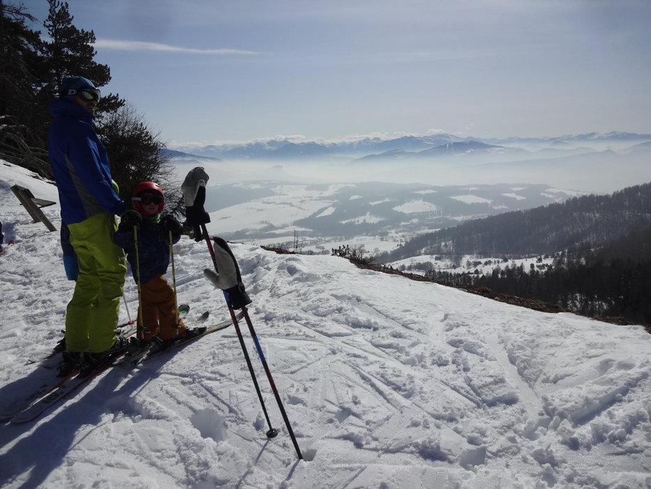 Panorama sur la vallée du Champsaur et le plateau de Gap Bayard depuis le domaine skiable de Laye en Champsaur - © Maison du Tourisme du Champsaur Valgaudemar