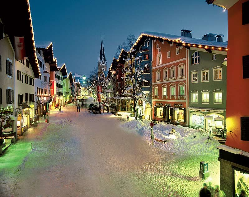 Kitzbühel town centre at night - © Kitzbühel Tourism